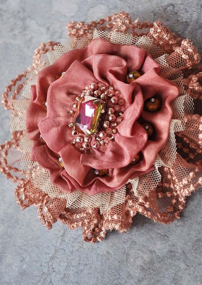 Mais glamour as peças de flores de tecido