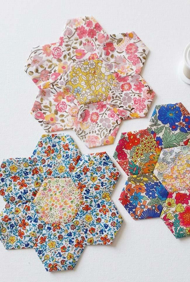 Patchwork e flores de tecido