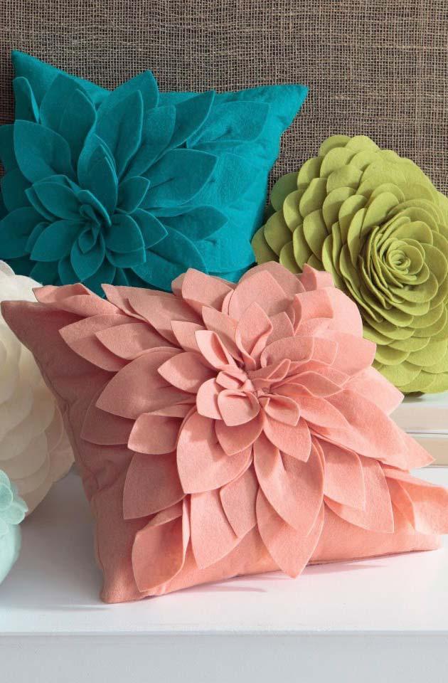 Capa de almofadas com flores de tecido