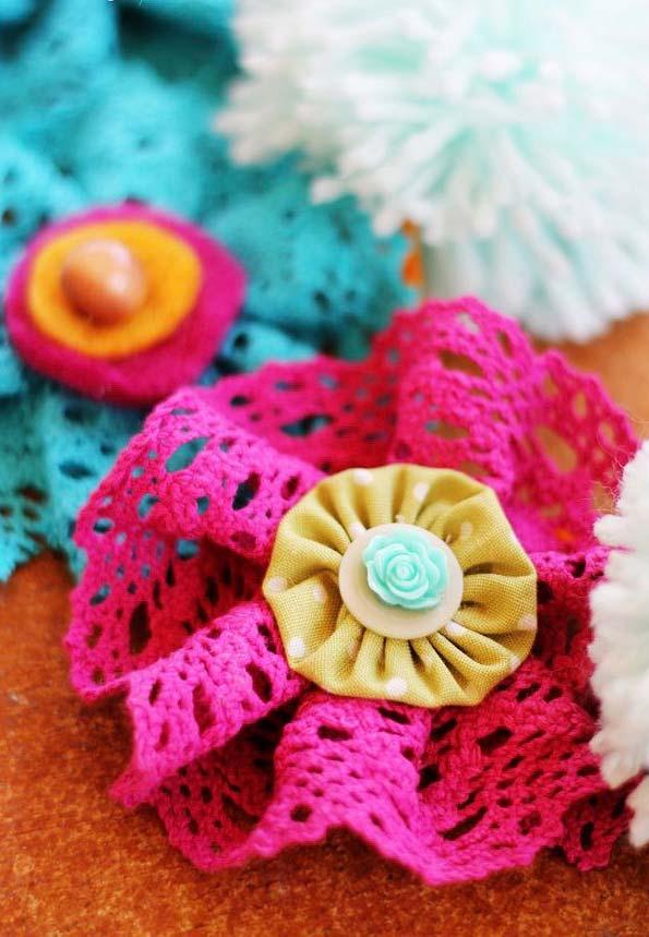 Flores de tecido com cores vivas