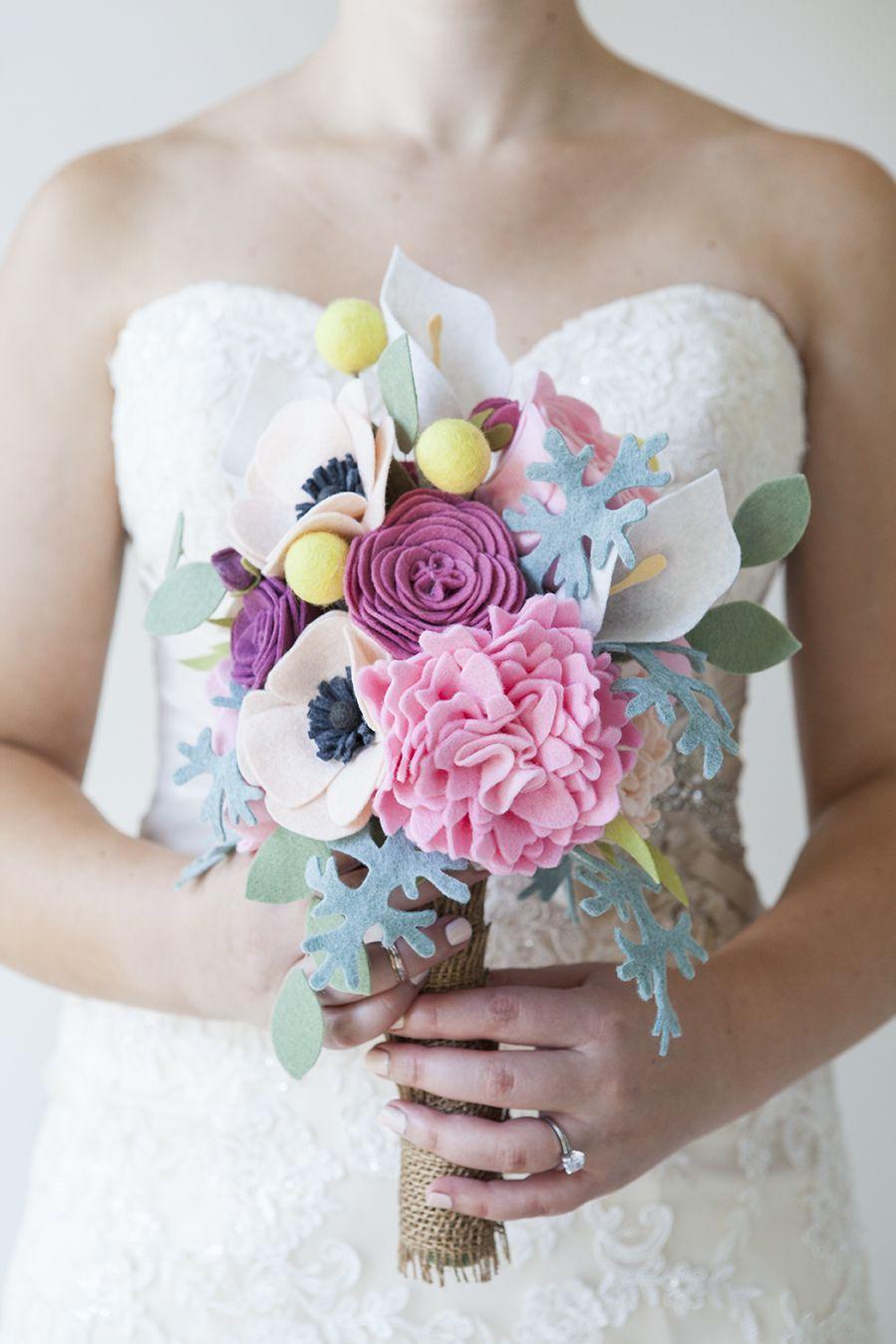 Buquês de noiva feitos com flores de tecido