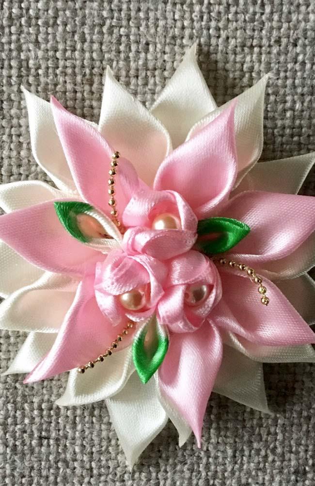 Flores de fuxico de cetim