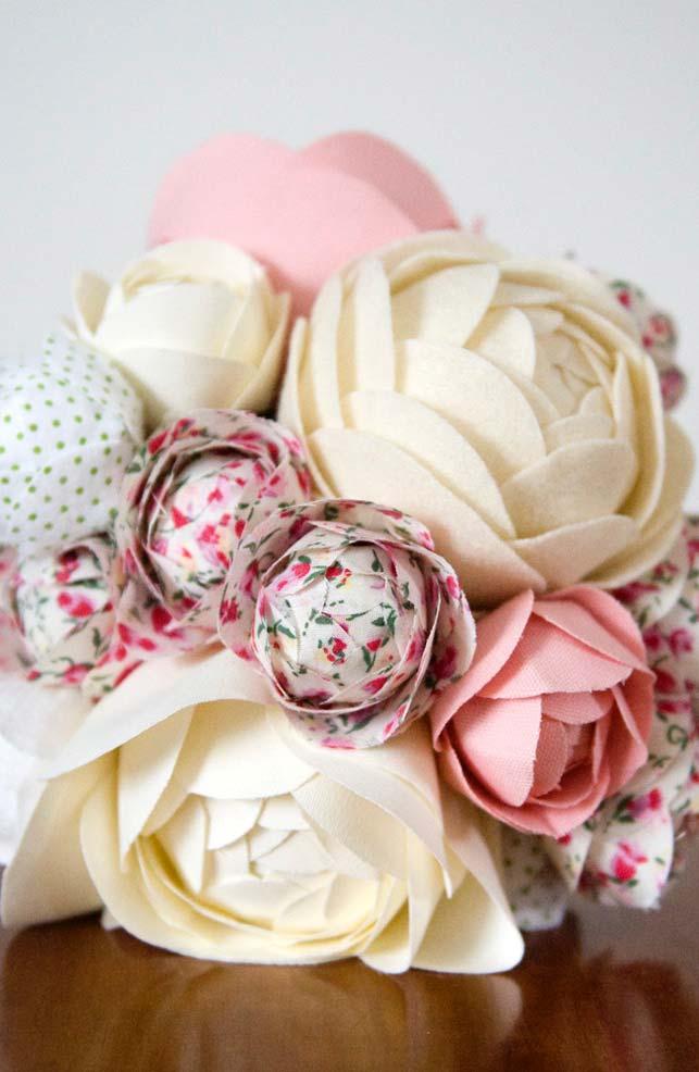 Rosas de tecido em tamanhos variados