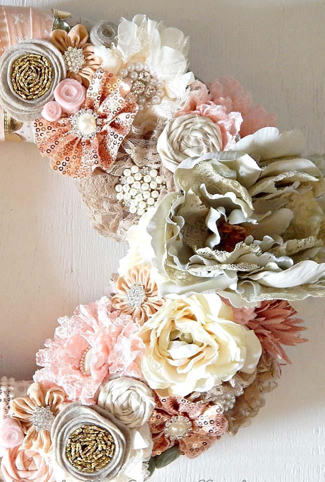 Modelo de guirlanda com flores de tecido