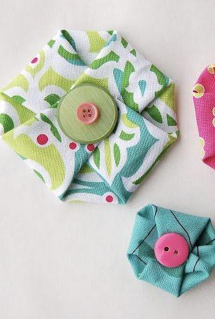 Botões em flores de tecido