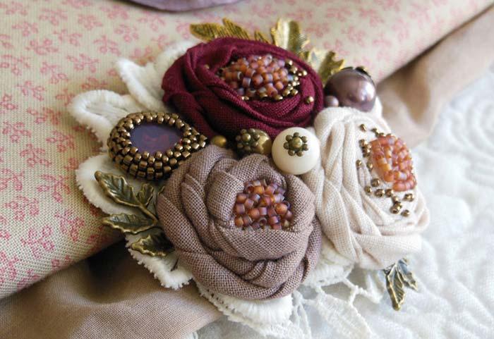 Rosas de tecido bordadas