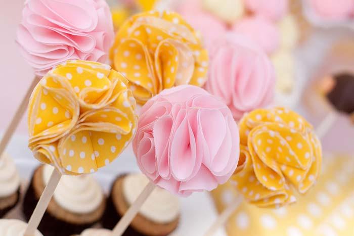 Flores de tecido para decoração de festas