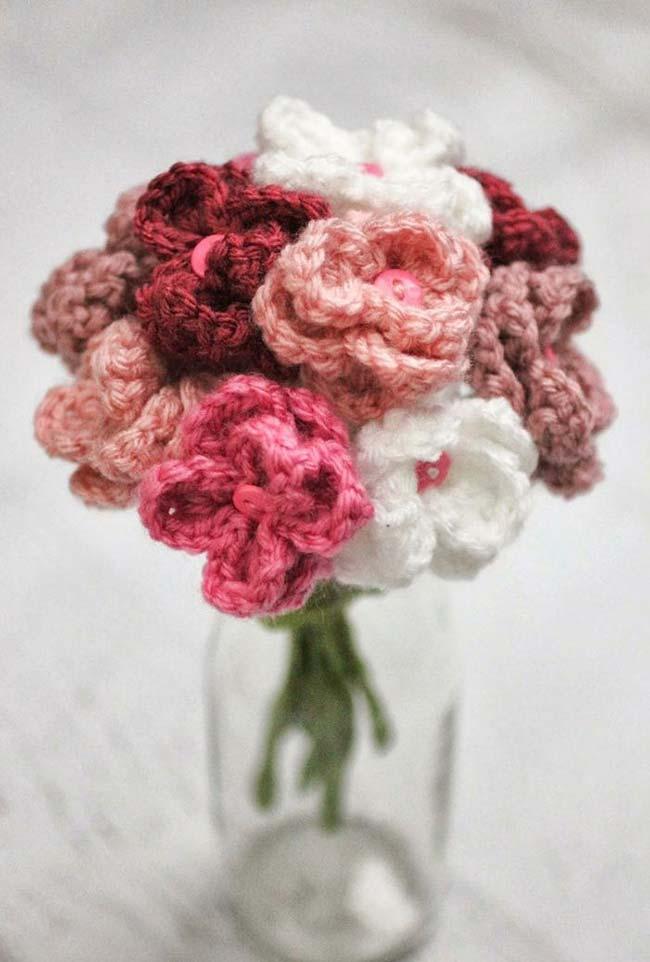 Arranjo de flores de tricô