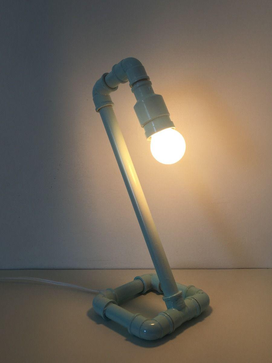 Luminária de bancada feita com cano de PVC