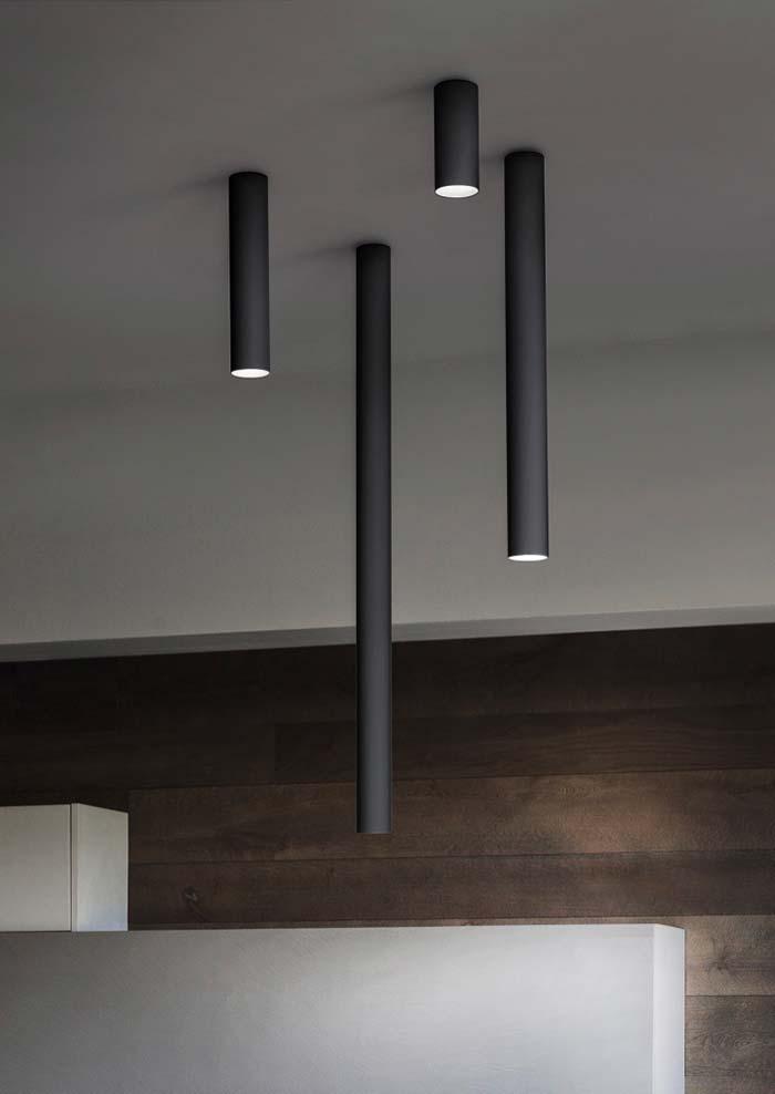 Tamanhos variados na luminária de teto
