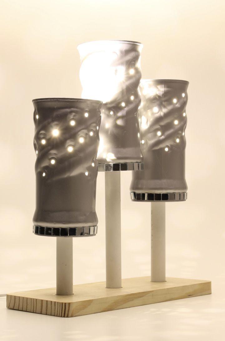 Torções e furos na luminária de PVC