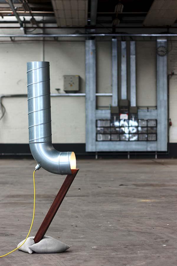 Pintura metálica em luminária de PVC