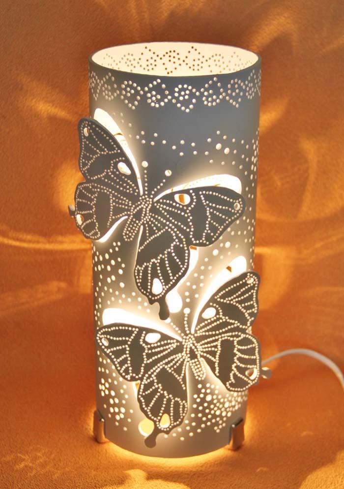 Luminária de PVC com desenhos vazados