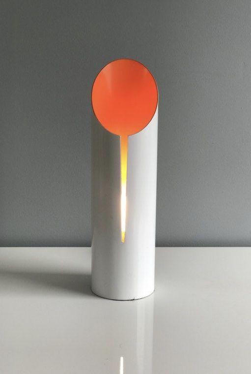Cor vibrante na pintura da luminária