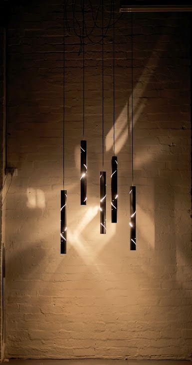 Vazado das luminárias cria um efeito de luz difuso