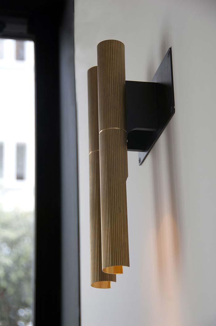 Luminária de PVC na parede