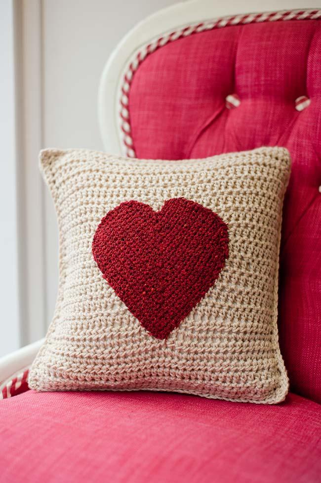 Capa de almofada com coração vermelho