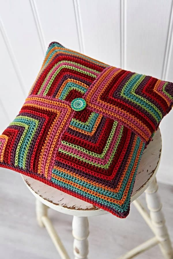 Capa de almofada de crochê multicolorida