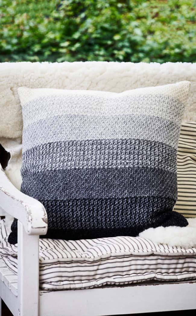 Capa de almofada de crochê em degradê