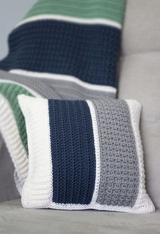 Cores diferentes na capa de almofada de crochê