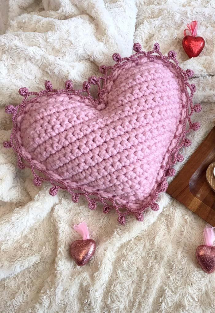 Capa de almofada de crochê coração