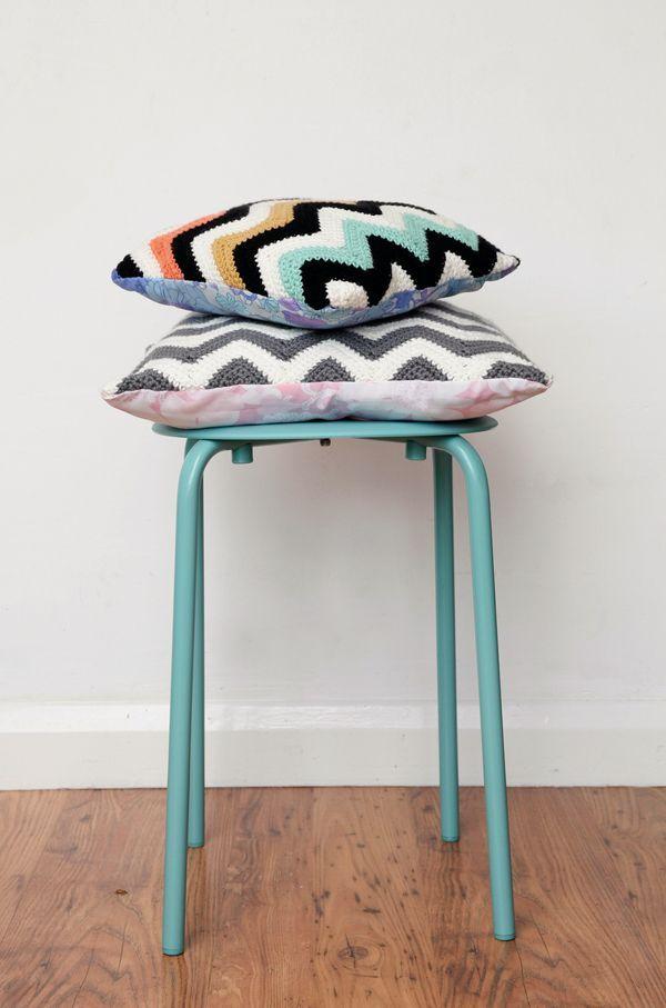 Capa de almofada de crochê colorida