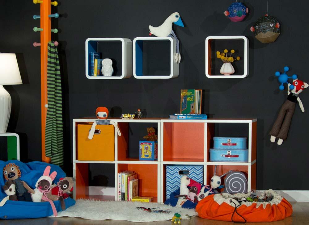 Nichos e cestos para organizar brinquedos