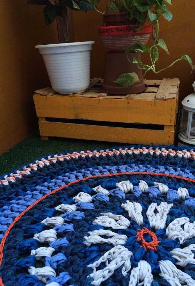 Tapete de crochê redondo com aspecto mais rústico