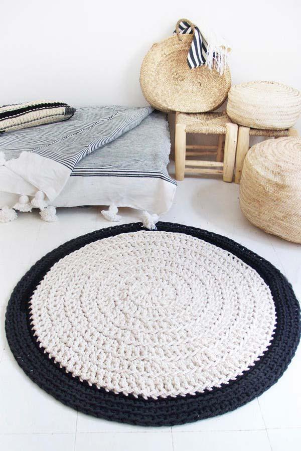 Tapete de crochê redondo preto e branco