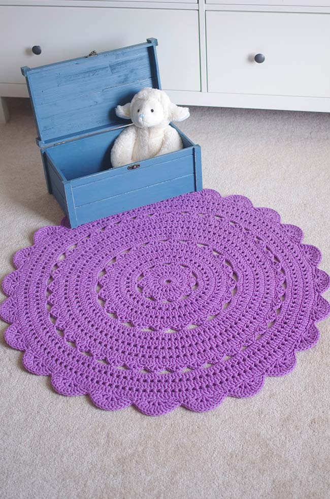 Tapete de crochê redondo lilás