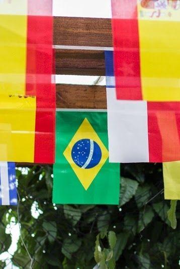 Decoração com bandeiras para festa Copa do Mundo