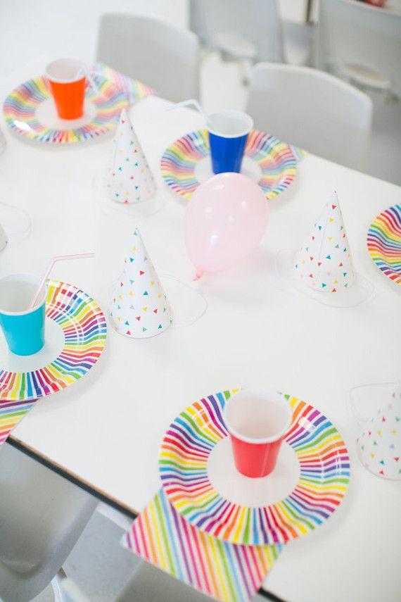 Pratinhos coloridos para uma festa infantil simples