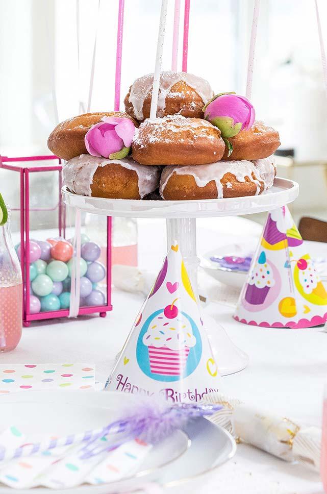 Torre de rosquinhas para festa infantil simples