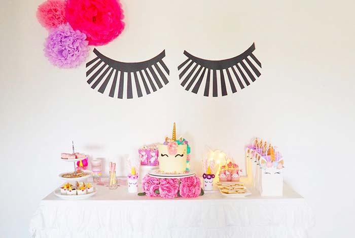 Pompons de papel para decorar festa simples