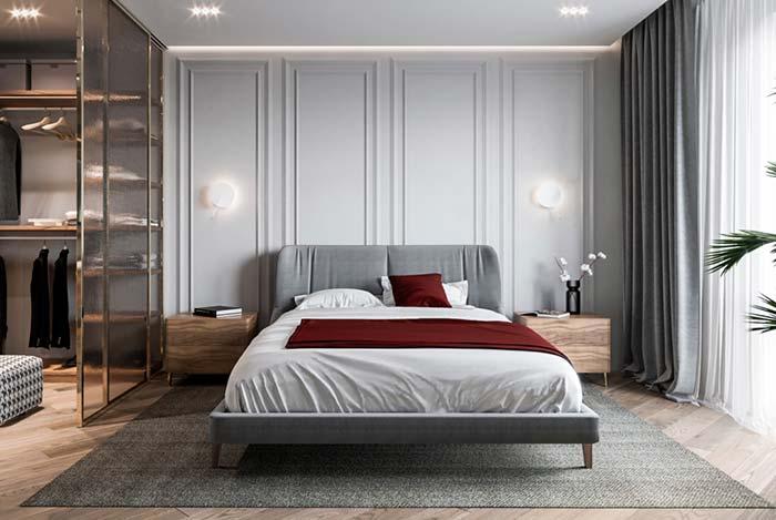 Cinza, branco e madeira compõe esse quarto de estilo clássico e moderno