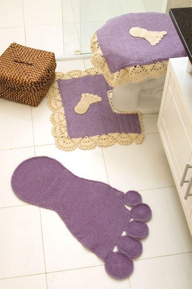 Jogo de banheiro: pés em formato de tapete