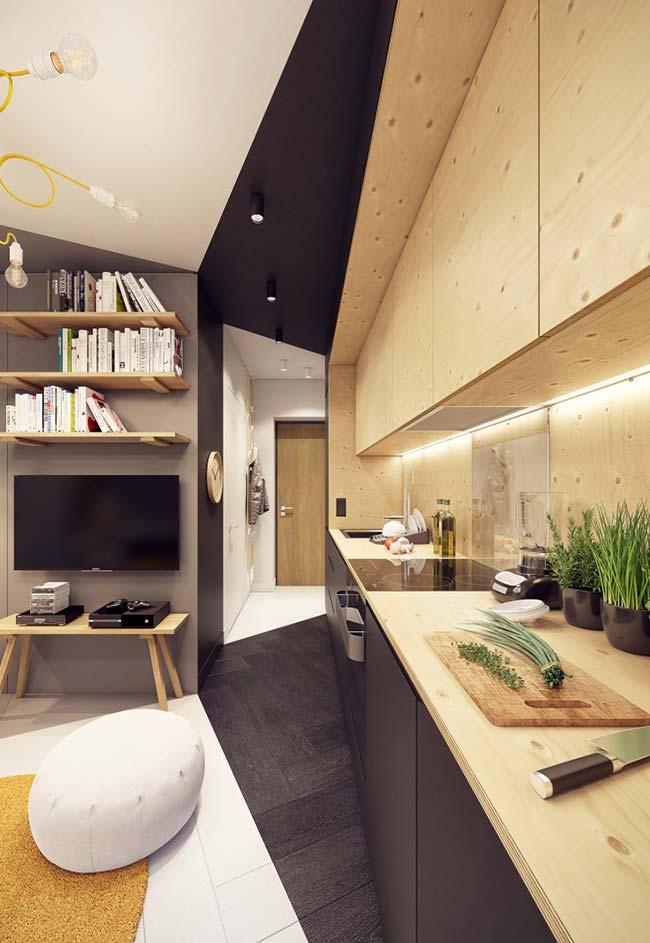 Cozinha moderna com bancada de madeira