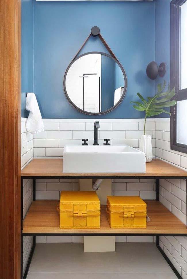 Tábuas de madeira no banheiro