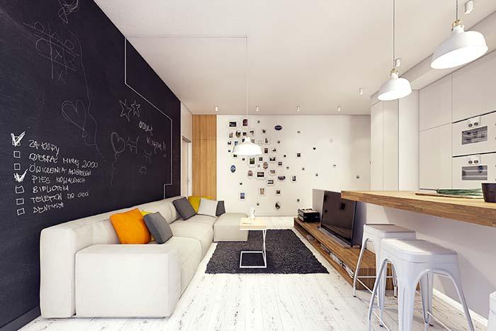Bancada de madeira em ambiente branco