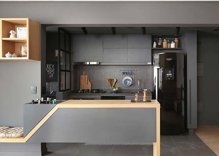 Bancada de madeira na cozinha integrada