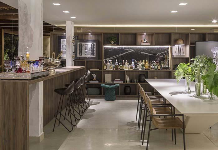 Espaço gourmet luxuoso, com direito à bar