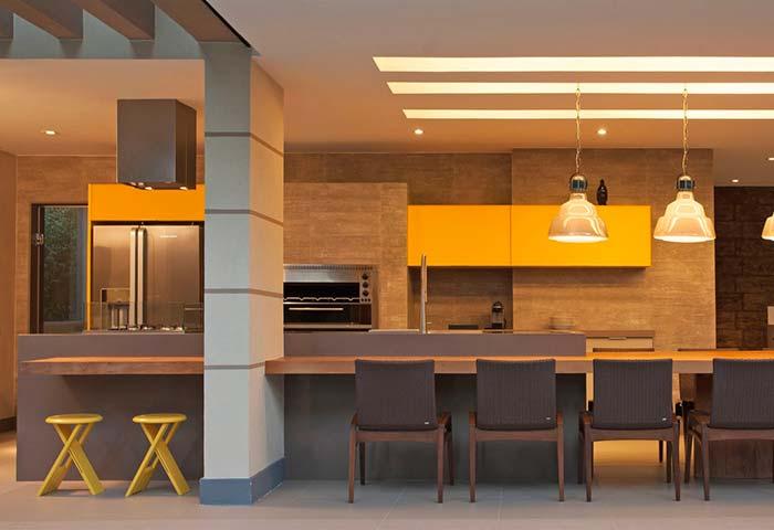 Todo o aconchego do amarelo para decorar esse espaço gourmet