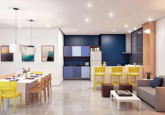 Esse espaço gourmet apostou nos tons de azul e amarelo