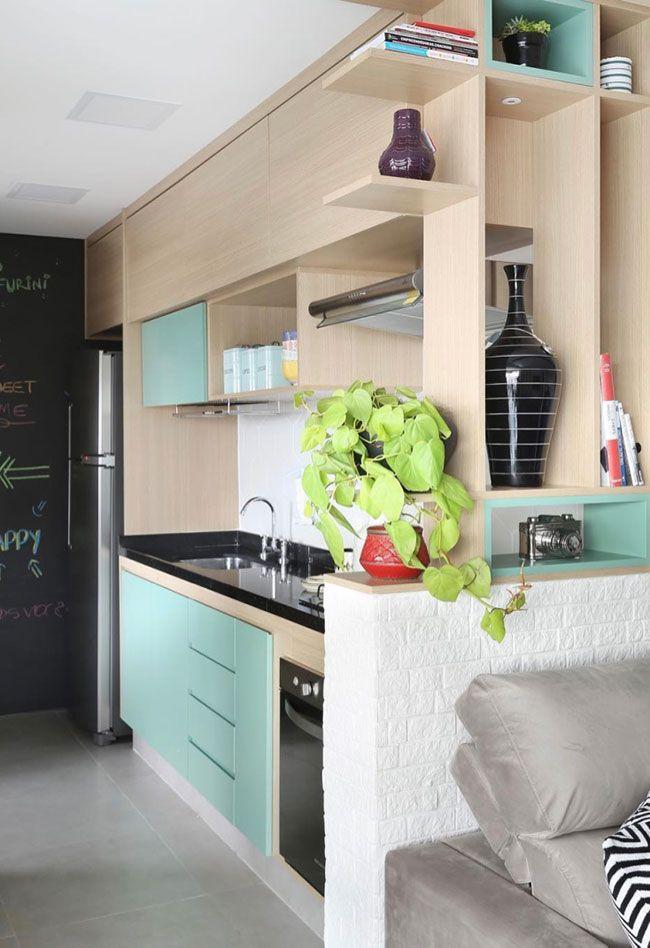 Cozinha com tons claros também usa o Granito Preto São Gabriel