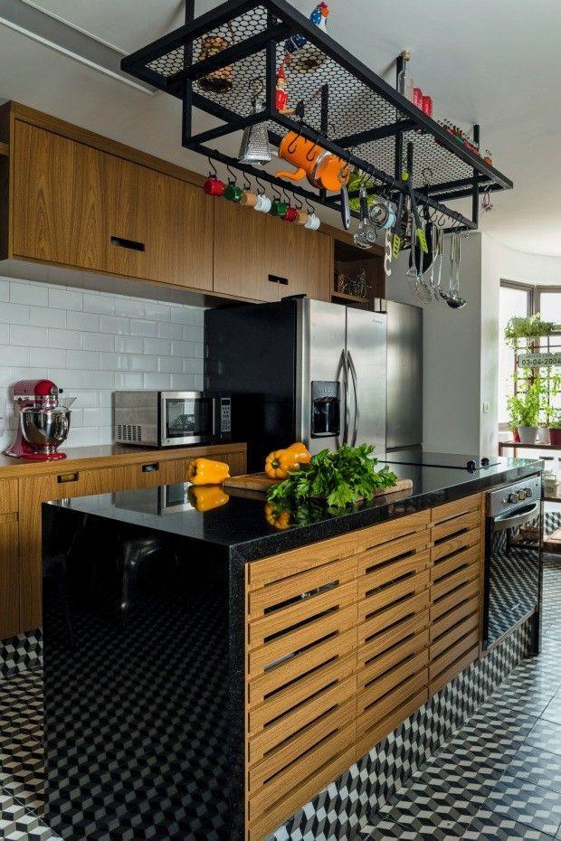 Granito São Gabriel une o retrô e o moderno presentes nessa cozinha