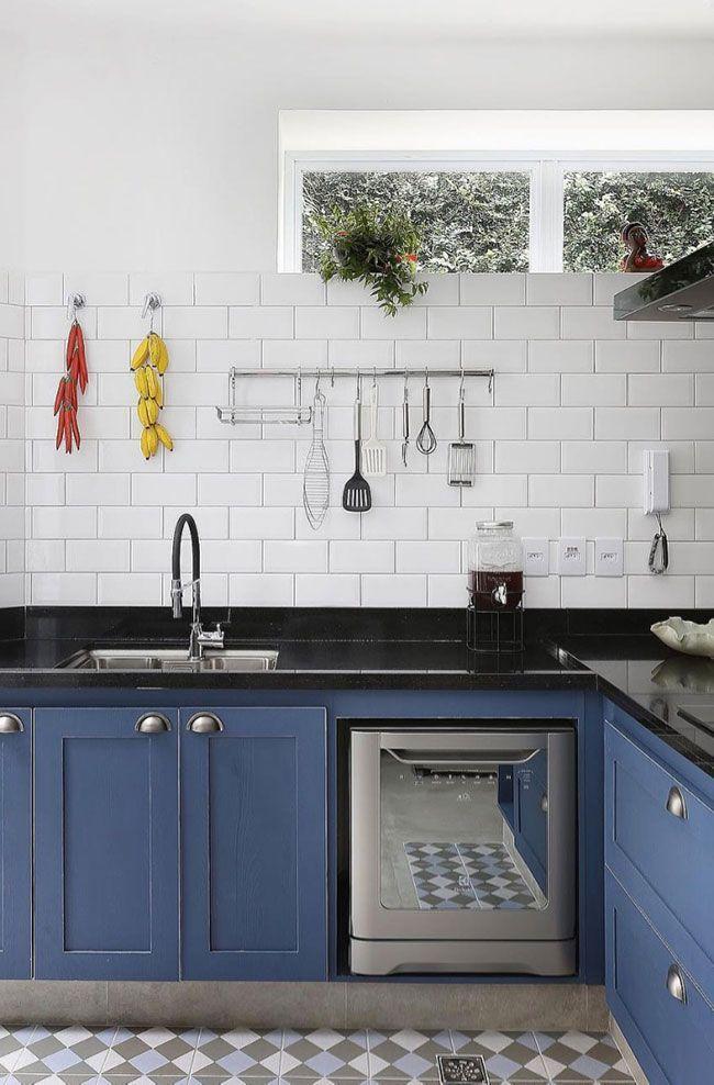 Cozinha retrô com granito preto São Gabriel