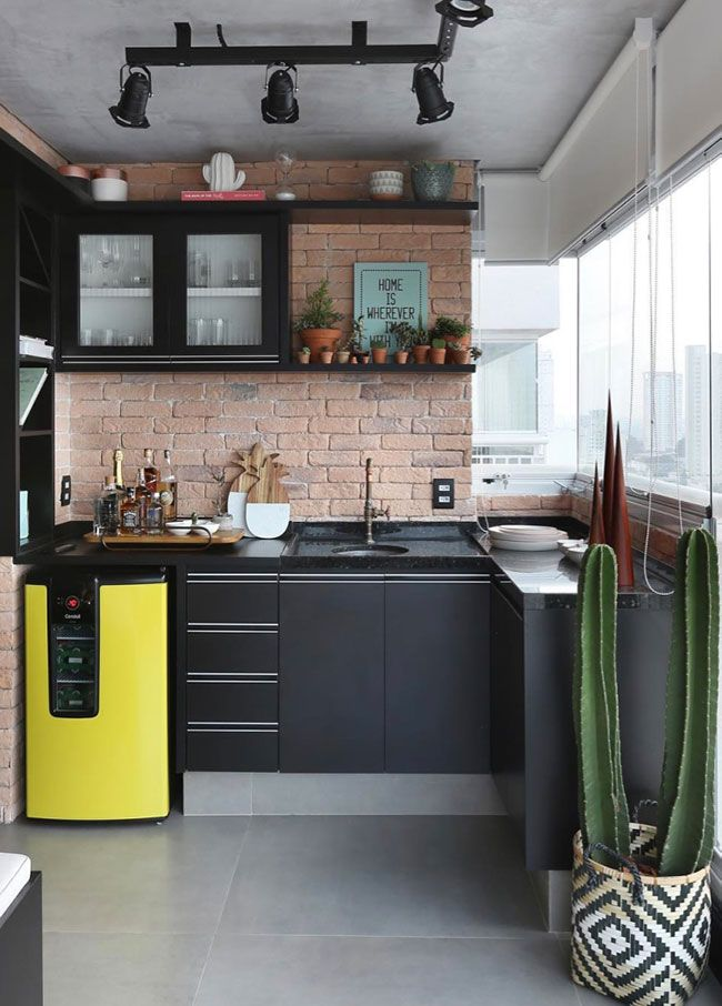 Continuidade ao preto na cozinha com pedra em granito
