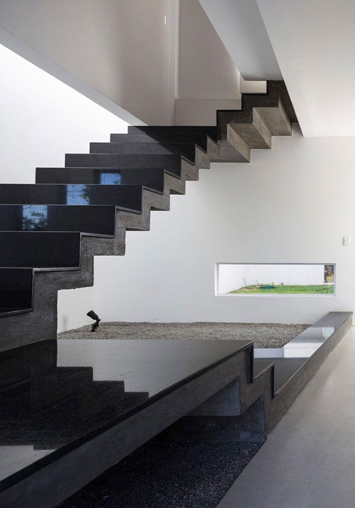 Escada cheia de charme com Granito Preto São Gabriel