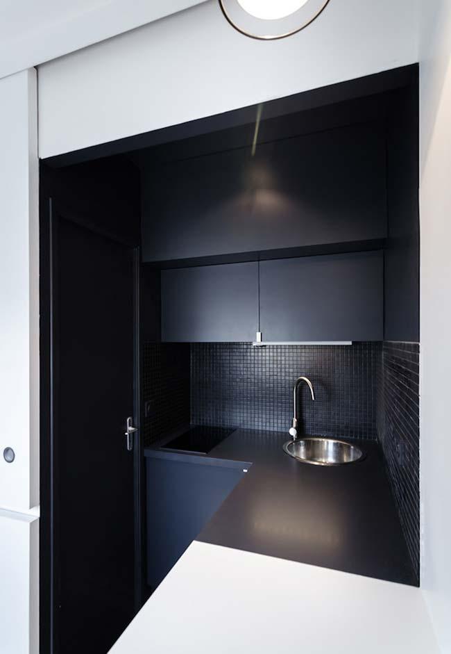 Cozinha preta moderna e retrô