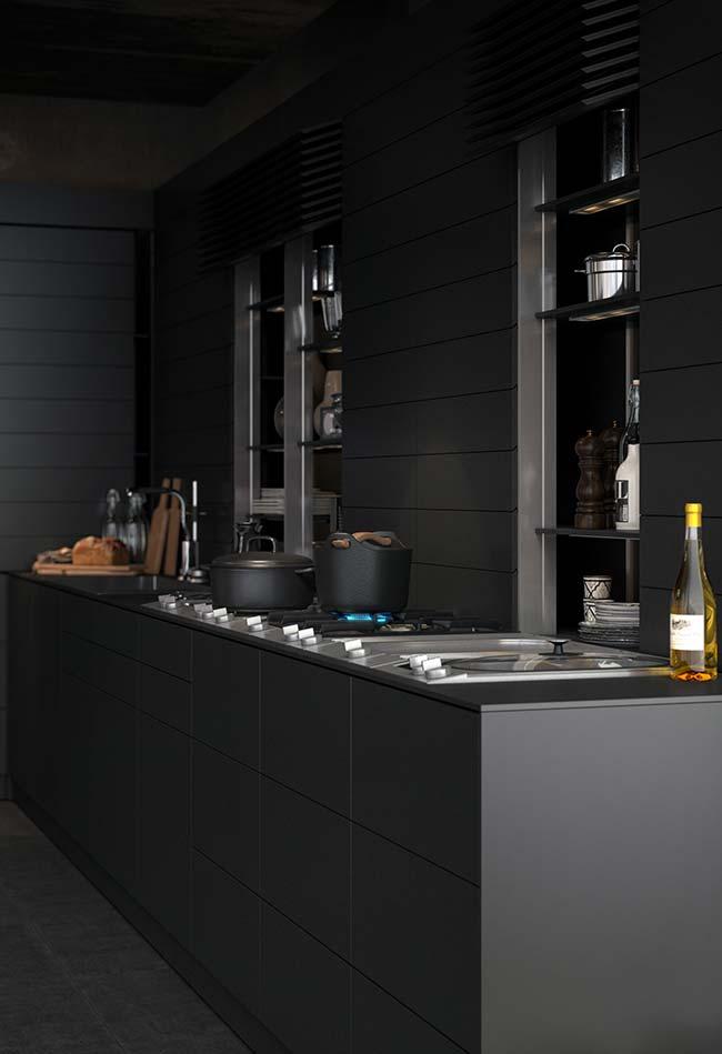 Cozinha preta com variações de cinza